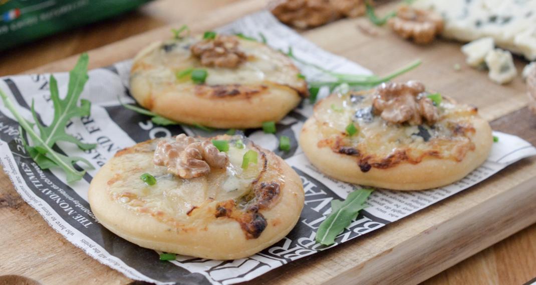 Pizzettes poire-roquefort